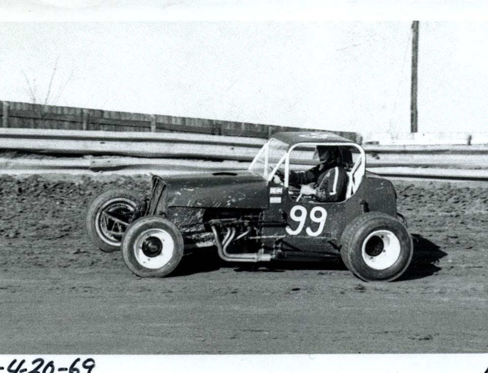 Old Race Photos | D.E. Richard Garage, Inc.