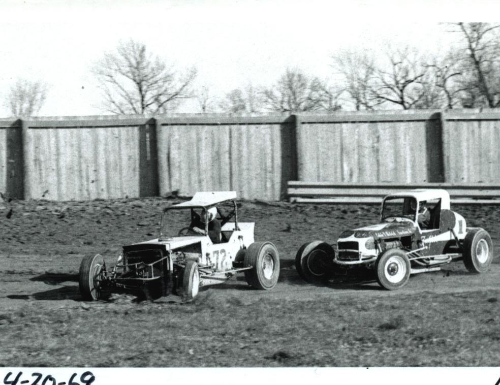 Old Race Photos | D.E. Richard Garage, Inc.